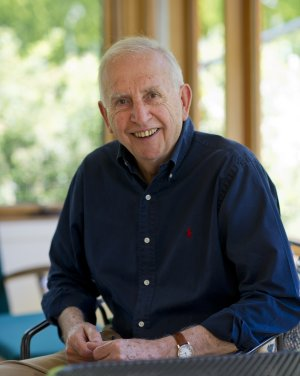Hugh Mackay will return to Tumut to speak at a meeting of Lifelong Learners.